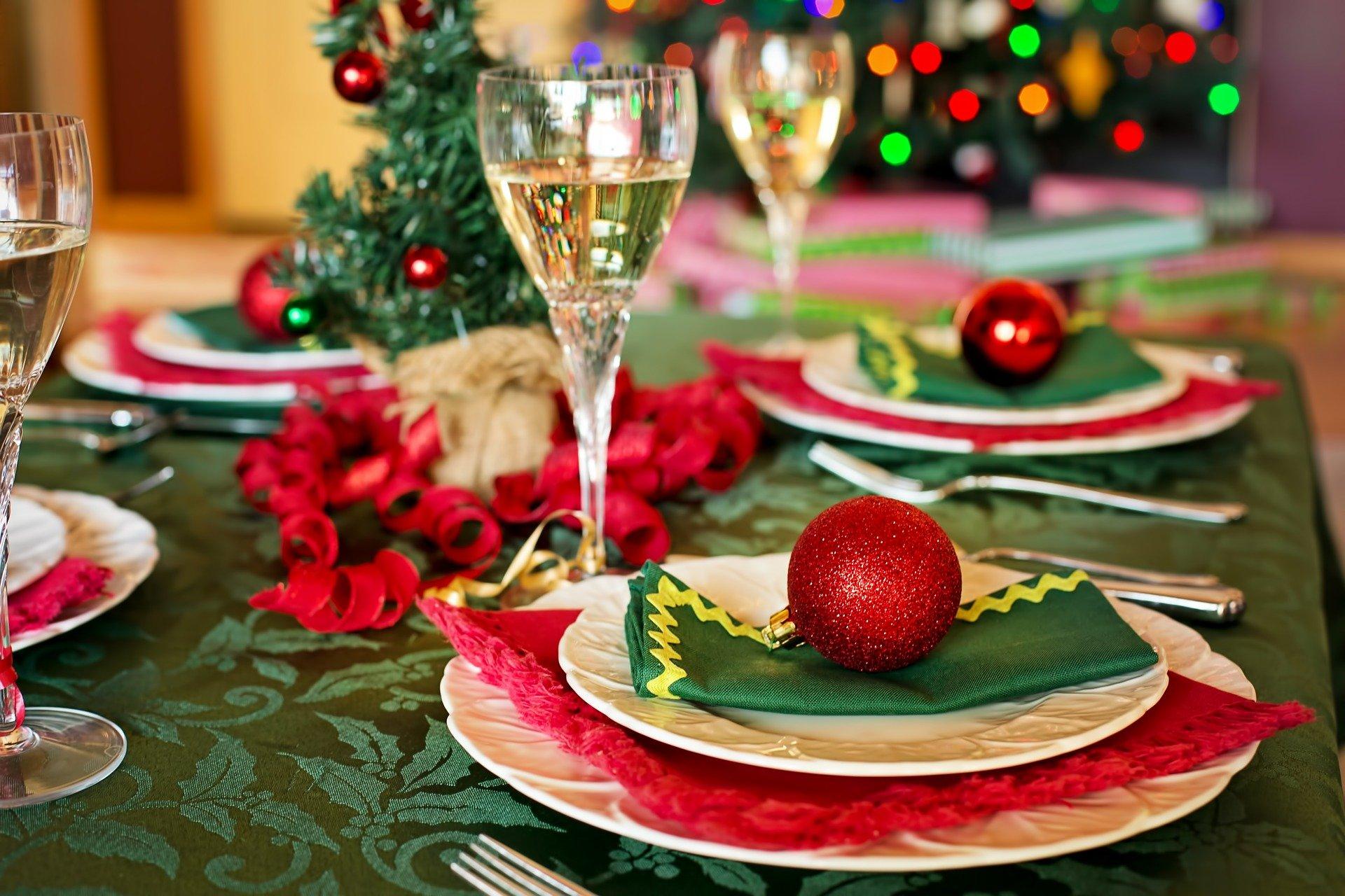 pixabay-christmas-table-1909796_1920-CC0